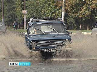 Из-за ливня сразу несколько районов Воронежа оказались в воде