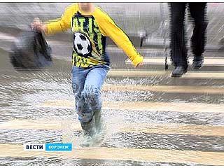 Из-за сильных дождей Воронеж утопает в потоках воды