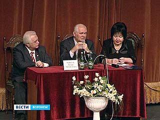 Известный детский хирург Леонид Рошаль посетил Воронеж