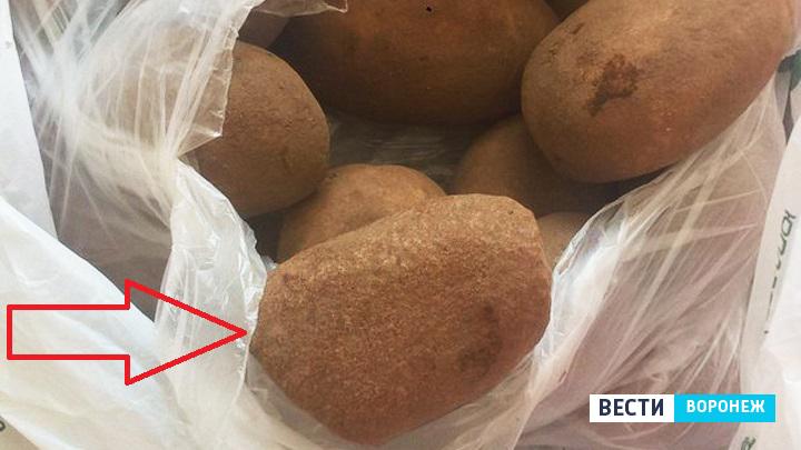 Жительница Воронежа обнаружила в пакете с картошкой камень на 200 граммов