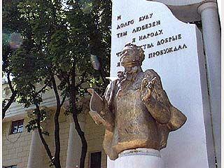 К монументу А.С. Пушкина торжественно возложат венки