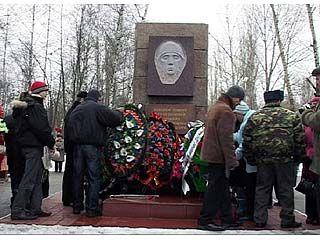 К памятникам погибших воинов-интернационалистов возложили цветы и венки