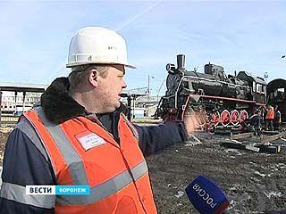К Воронежскому вокзалу прибыл паровоз и дальше не пойдёт - теперь он - памятник