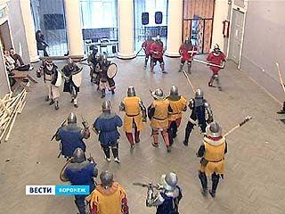 Как сражались в средневековье - наглядно показали во дворце Шинников