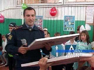 Калачеевские милиционеры взяли шефство над школой
