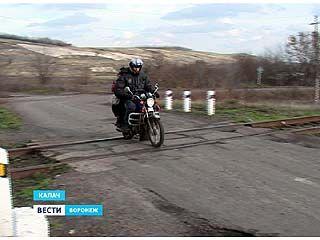 Калачеевским школьникам дорогу к знаниям перегородила железная дорога