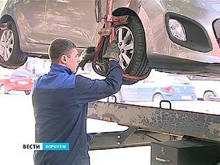 Каждый день в Воронеже за неправильную парковку эвакуируют около 20 машин