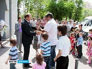 """Ключи от вместительных """"Газелей"""" получили 5 многодетных семей из Воронежа"""