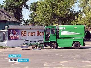 """Ко Дню Рождения Павловска в подарок коммунальщикам приготовили """"чудо-машину"""""""