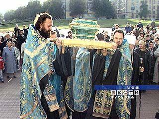 Ковчег с частицей мощей святителя Митрофана доставлен в Москву