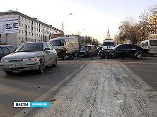Крупное ДТП произошло на перекрестке улиц Кольцовская и Свободы
