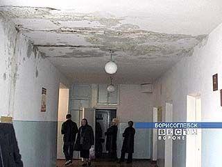 Крыша Борисоглебской поликлиники протекает