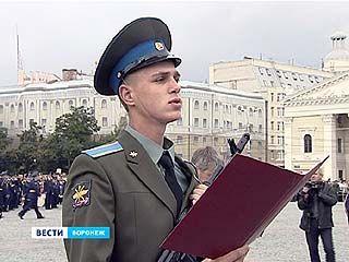 Курсанты военно-воздушной академии впервые принимали присягу на площади Ленина