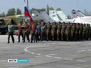 Курсанты ВВАИУ репетируют парад Победы, который пройдет в Харькове