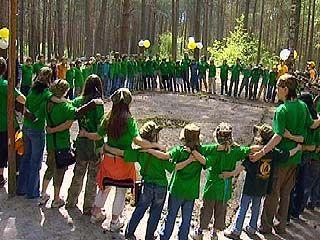"""Лагерь """"УЖ"""" учит детей выживать в лесу"""