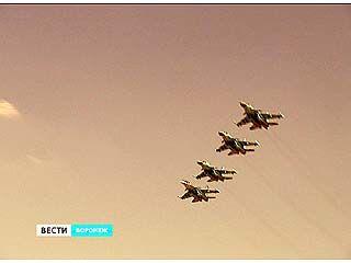 Летчики воронежской авиабазы репетируют парад в небе