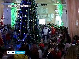 Ёлка, Снегурочка, Дед Мороз и хороводы - Новый год в июне случился в Острогожске