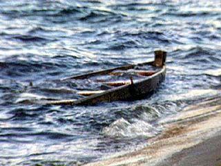 Лодка с 5 подростками перевернулась в акватории Воронежского водохранилища