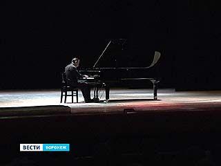 Маэстро  Плетнёв сыграл для воронежцев, и отметил - хорошему звуку нужен новый зал