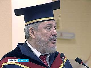 "Мантию Почётного доктора и знак ""За заслуги перед ВГУ"" вручили сыну Фиделя Кастро"