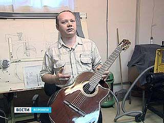 Мастер из Воронежа создал гитару, аналогов которой нет в мире