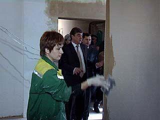 Мэр Воронежа посетил общежитие, взятое в муниципальную собственность