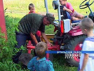 Многодетная семья из Эртильского района получила трактор