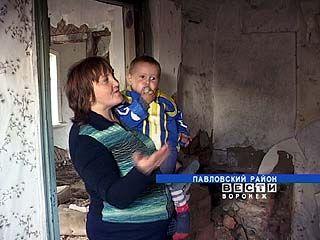 Многодетная семья из Павловского района может остаться без крыши над головой