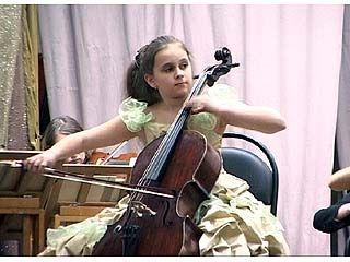 Молодые исполнители выступали  под аккомпонимент симфонического оркестра