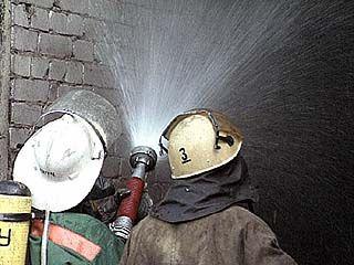 Мужчина и женщина пострадали при пожаре на складских помещениях