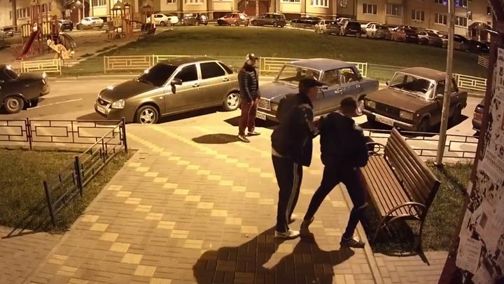 В сети появилось видео с пьяными воронежцами, которые вели себя, как приматы