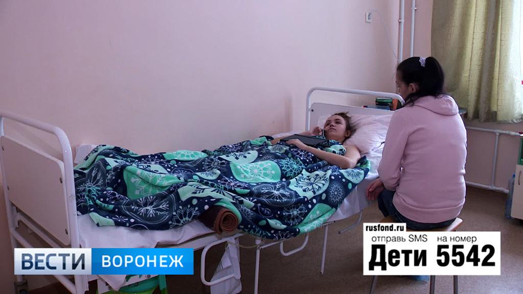 «Ходить буду». 16-летней Вике из Воронежа нужна операция на позвоночнике