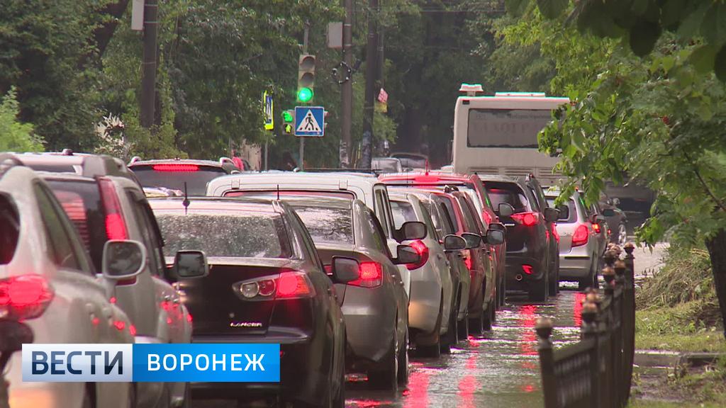 Дорожные работы и ДТП спровоцировали в Воронеже 9-балльные пробки