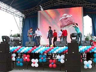 На Адмиралтейской площади отпраздновали День молодежи