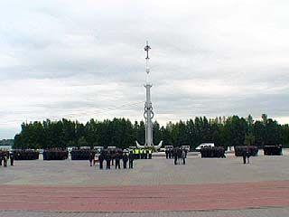 На Адмиралтейской площади прошёл строевой смотр сил милиции