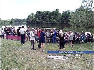 На берегу озера Тахтарка проходит слёт туристов