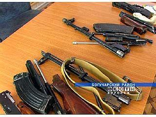 На Богучарсоком посту ДПС в транзитном автобусе нашли оружие