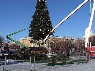 На главной площади Воронежа начался демонтаж ёлки