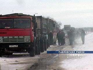 На границе Павловского и Калачеевского районов образовалась пробка