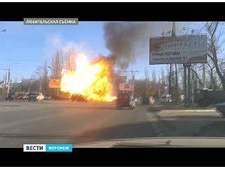 На кольце у ДК Кирова взорвался автомобиль