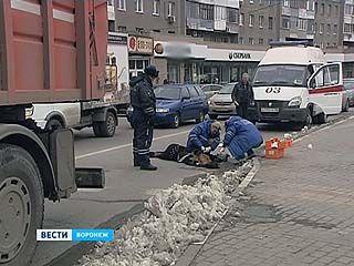На Кольцовской мусоровоз сбил женщину