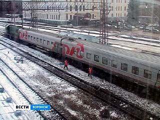 На машиниста локомотива, который врезался в пассажирский поезд, завели уголовное дело
