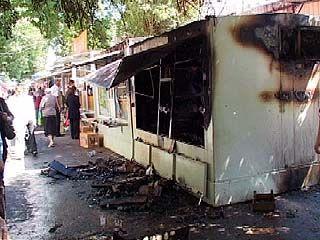 На мини-рынке Коминтерновского района сгорели два киоска