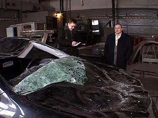 На Московском проспекте два автомобиля попали под снежную лавину с крыши