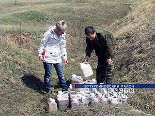 На окраине Бутурлиновки обнаружена бесхозная партия пестицидов