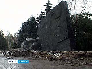 На памятнике Славы началась крупномасштабная реконструкция
