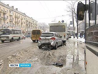 На Плехановской столкнулись сразу четыре автомобиля