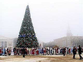 На площади Ленина состоялся парад Дедов Морозов