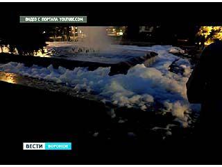 На площади Победы из фонтана пошла пена