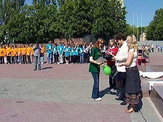 На площади Победы провели линейку в честь Дня пионерии